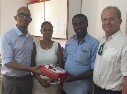 Defibrillator for La Digue hospital donated hospitality lodge