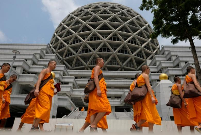 Restrictions on movement at Thailand's biggest Buddhist temple lifted