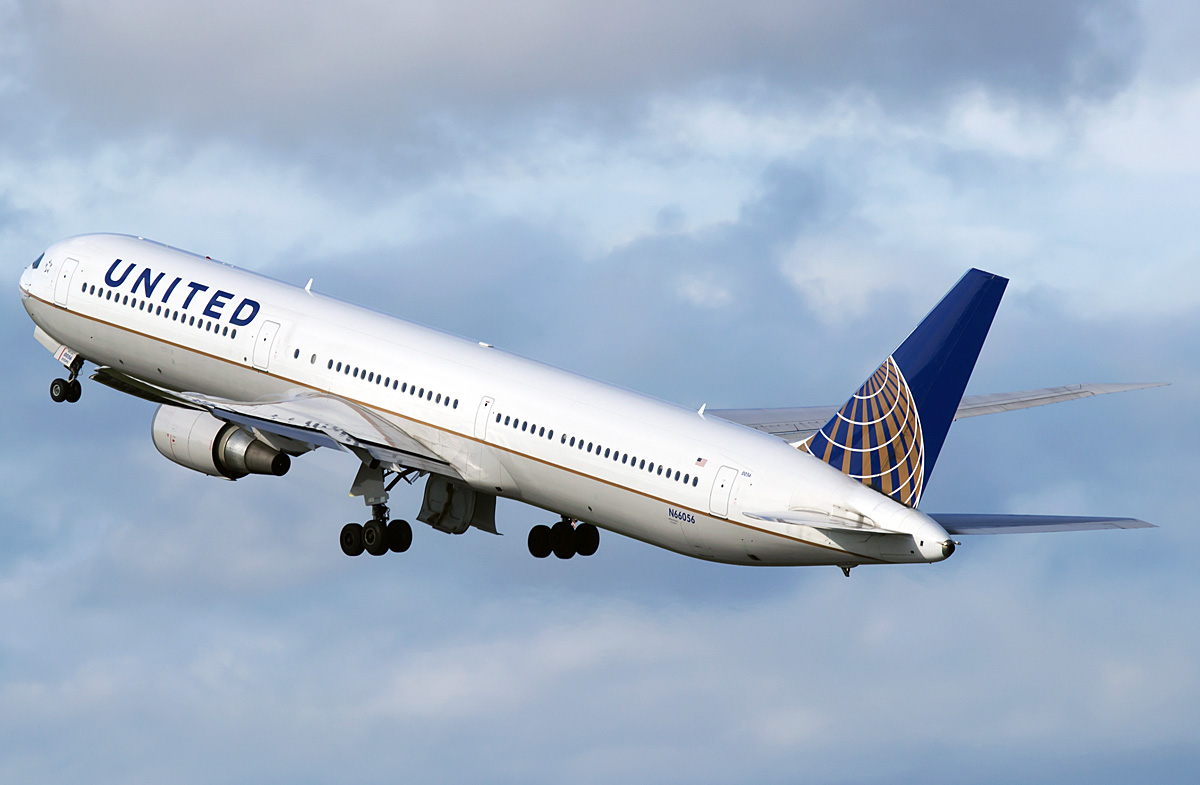 United celebrates 20 years in Italy, announces year-round New York/Newark-Rome service