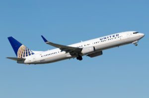 United Airlines Boeing 737 rapidly climbs 400 feet to avoid collision with glider