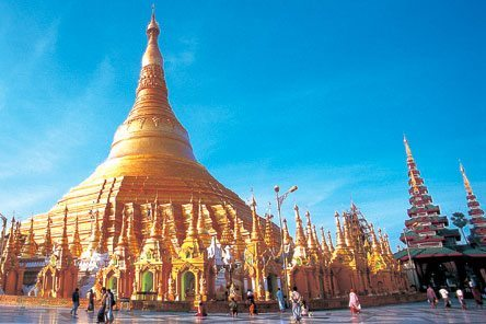 """Visiting Myanmar now is safe and """"the right thing to do"""""""