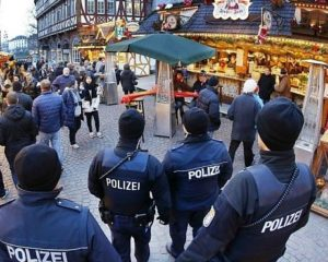 """""""Suspicious object"""" triggers evacuation of Christmas market in Potsdam, Germany"""