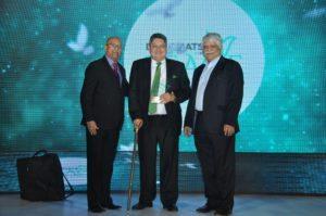Carl Dantas member IIPT India Board & Madan Bahl MD TravelBiz Monitor felicitate Colombia
