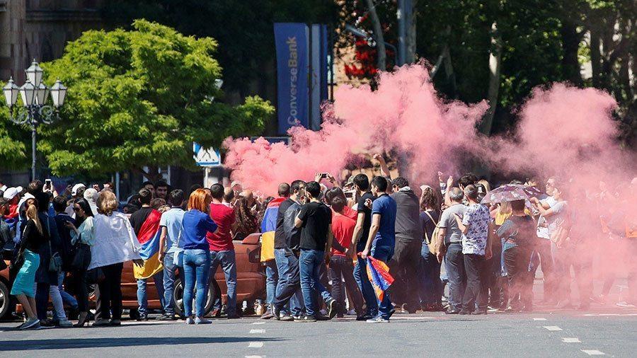 Chaos in Armenia: Protesters block railways, roads to Yerevan International Airport