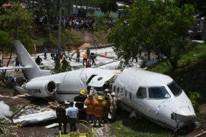Jet plane breaks in half in crash in Honduras