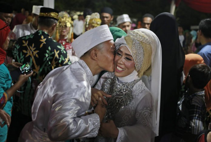 Jakarta New Year's Eve: Over 500 say I do in mass wedding