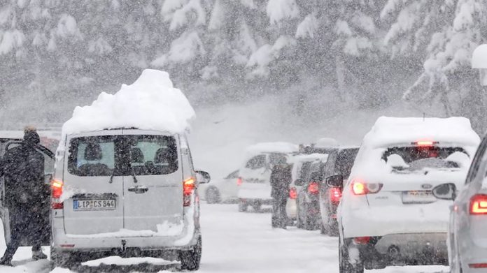 Tourists Evacuated, stranded, cancellations: Chaos in Germany, Switzerland and Austria