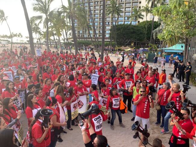 Hilton Hawaiian Village workers rally in Waikiki for a better contract