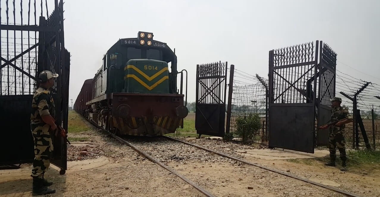 Pakistan halts train service to India over Kashmir row