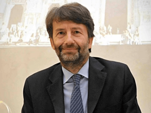 Fast re-organizing of Italy's Tourism department