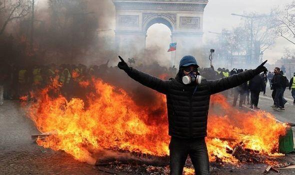 Paris Riot Police Clash with 350,000 Protestors