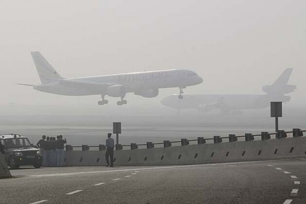 Severe Weather in New Delhi Halts Flights and Trains
