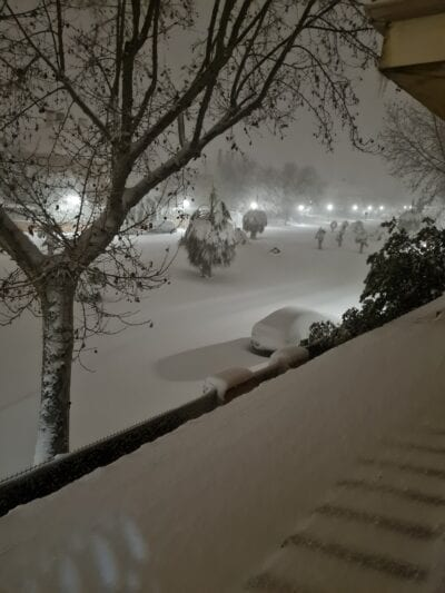 Spain snowstorm: Extraordinary acts of ordinary people