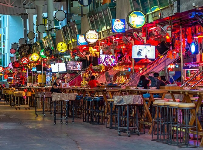 Tourists Find Phuket Nightlife Ends Promptly at 9