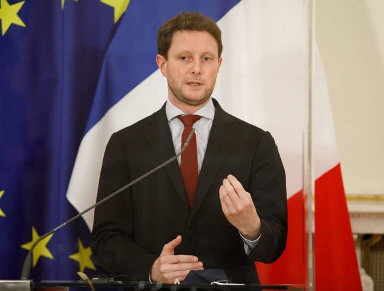 France sets up evacuation flights from Kabul to Paris via Abu Dhabi
