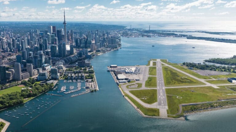Billy Bishop Toronto City Airport Resumes Commercial Service